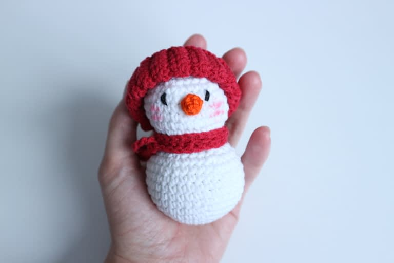 Simple crochet snowman amigurumi for beginners