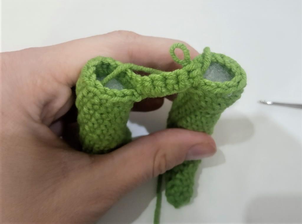 соединение ног вязанной игрушки