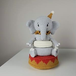 вязаная пирамидка слон