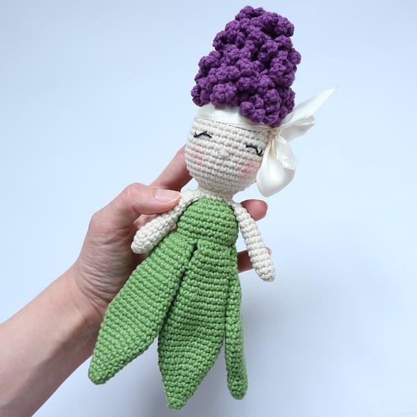вязаная кукла гиацинт