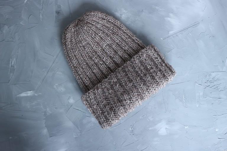 Простая шапка-резинка спицами